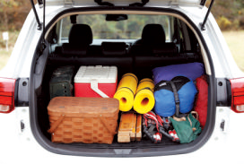 開口部が広いので荷 物は積みやすかった。 荷室の奥行きは100㎝。 余裕の広さだ。