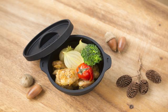 すべての食材を放り込んで加熱するだけの、超簡単レシピ。肉は小さめにカットすると調理時間が短縮できる。詳しいレシピはビーパル2月号に掲載中!
