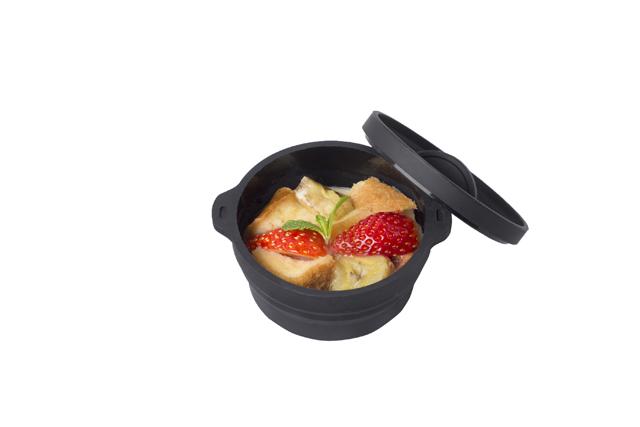 ハードルの高そうなプディングだってこのとおり。パン(食パンがおすすめ)に卵液をよく浸すと、しっとりした食感に。