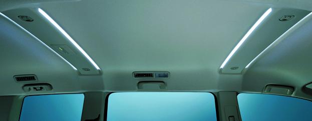 天井を優しく照らす、ルーフビー ムガーニッシュ(LEDのイルミネーション)も装備。10年 間の積み重ねが凝縮された、お買い得な特別仕様車だ。