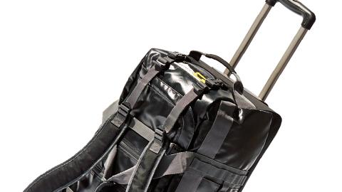 雨や雪に強い!!「MOUNTAIN SMITH」のほぼ防水3WAYトロリーバッグ。