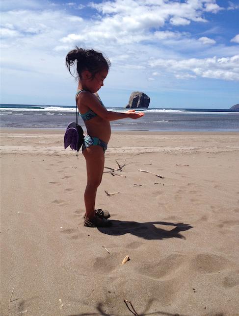 コスタリカ・ウィッチーズロック。旅先には家族とボードを伴い、いい波を目指す。