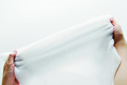 コイルスプリン グ状繊維を絡めたストレッチエクセロフトの中綿はこんなに伸びる!