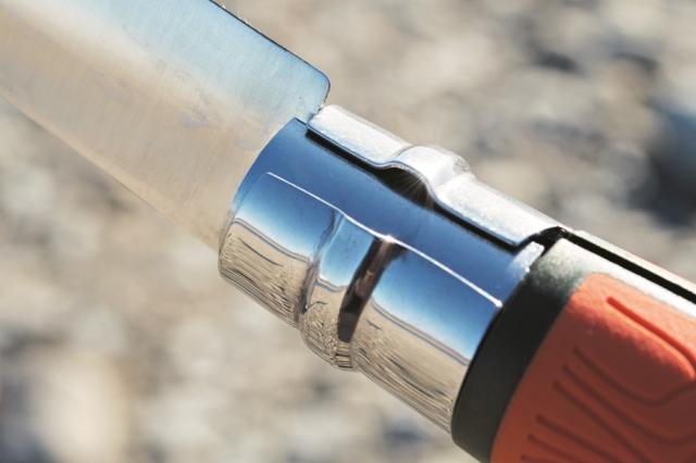 ブレードの根元を回転させることで、ブレ ードをロック。使用中にブレードが折り曲が って、怪我をすることを防止する。