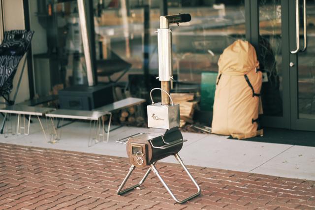 「G-Stove Heat View」(4万5360円)。約横42×奥行42×高さ236cm/約10kg。