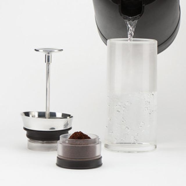 容器に好きなコーヒーとお湯を入れ・・・・・・