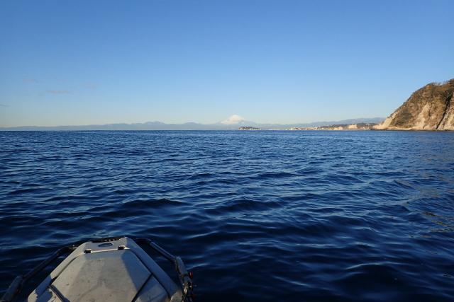 富士山の下あたりに見えるのが江ノ島