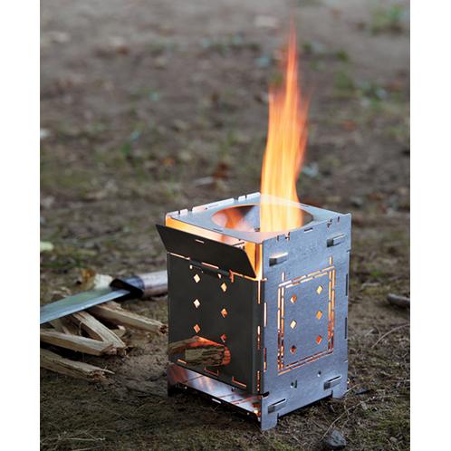 四方を囲んでいるので、風をほどよく遮り、効率よく薪が燃える。丈夫なステンレス製。