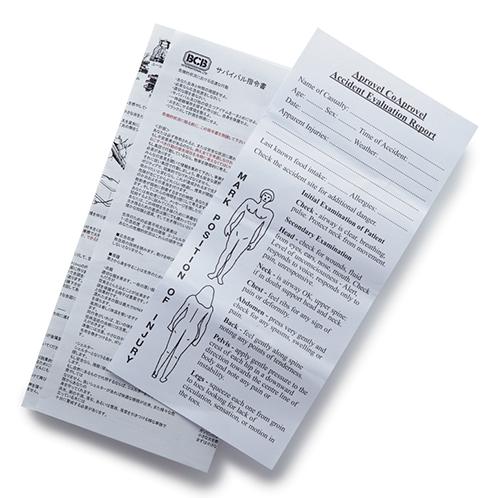 サバイバル指令書(左)。 緊急時に負傷状態を申告するシート(右)。 どちらも日本語訳付。