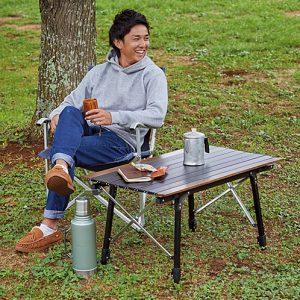 ソロキャンプにぴったりサイズ。座ったときに最適な高さに調節しよう。