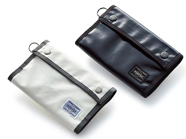 まるで財布のようなスタイリッシュな見た目に機能が満載。手帳も小銭もペンも収納できる。