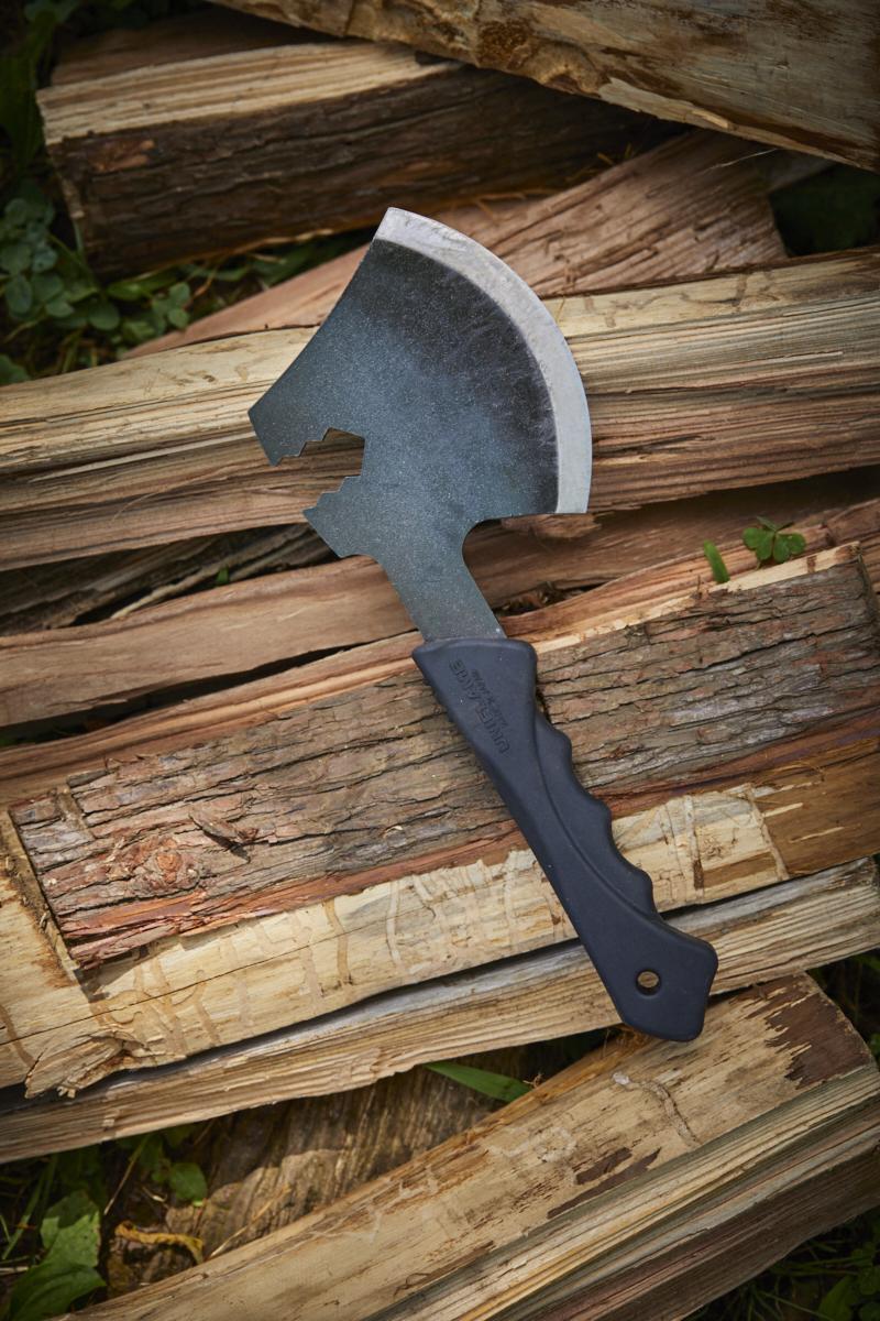 焚き火の美しさにこだわるなら、この斧をどうぞ BE-PAL