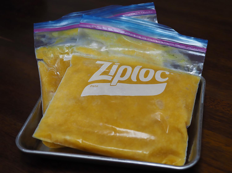 ジップロックパックで平らに冷凍する