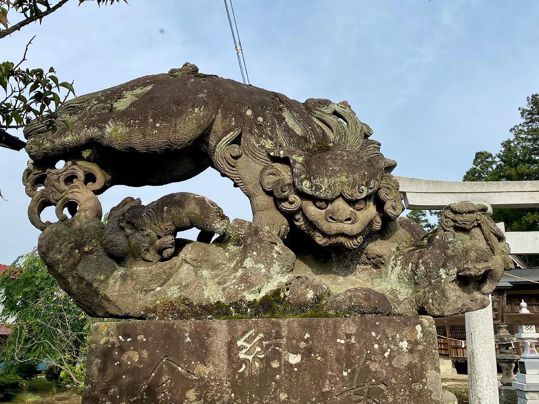 川田神社の空飛ぶ狛犬