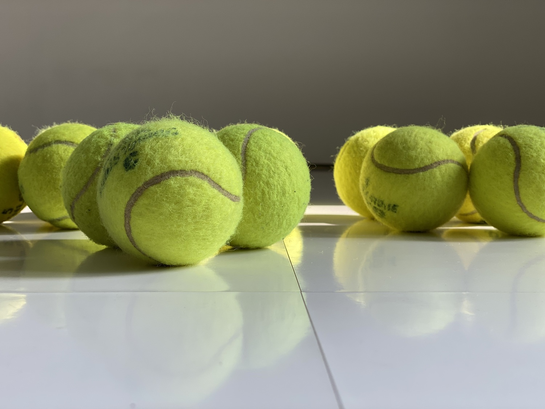 テニス ボール 足 裏