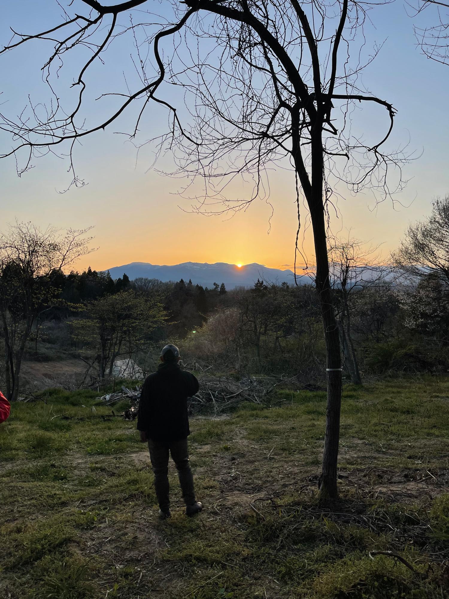安達太良山(あだたらやま)に沈む夕日